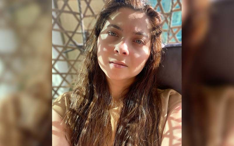 Sonalee Kulkarni's Father Attacked By A Trespasser Causing Him An Injury