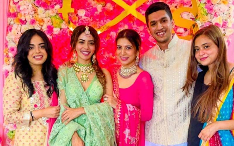 Sana Sayyad's Mehendi Ceremony: Divya Drishti Actress Looks Alluring In A Pistachio Green Outfit; Bride-To-Be Smiles For Photos With Friends-See PICS