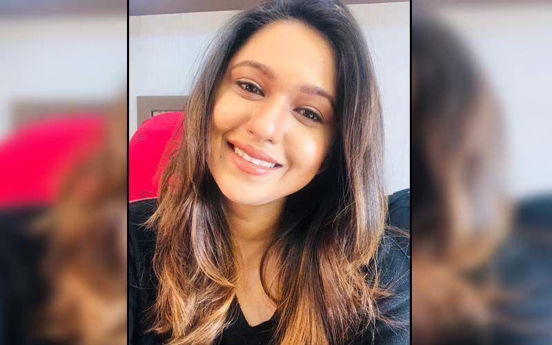 Majha Hoshil Naa Actress Gautami Deshpande Hits A Sixer Like A Pro Cricketer