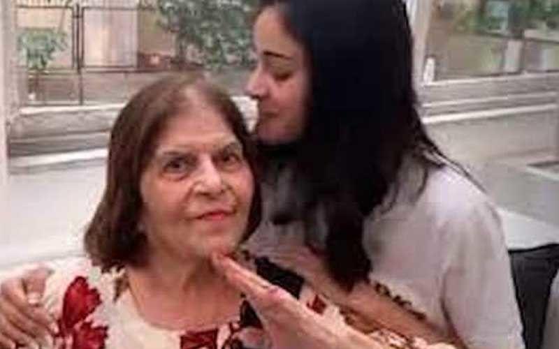 Ananya Panday's Grandmom Snehlata Panday Passes Away; Chunky Panday-Bhavana Panday Arrive At Her Residence