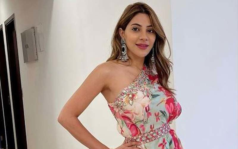 Nikki Tamboli Travels To Aurangabad, Ahead Of Raksha Bandhan; Actress To Spend Birthday In Her Hometown With Parents And Late Brother's Memories