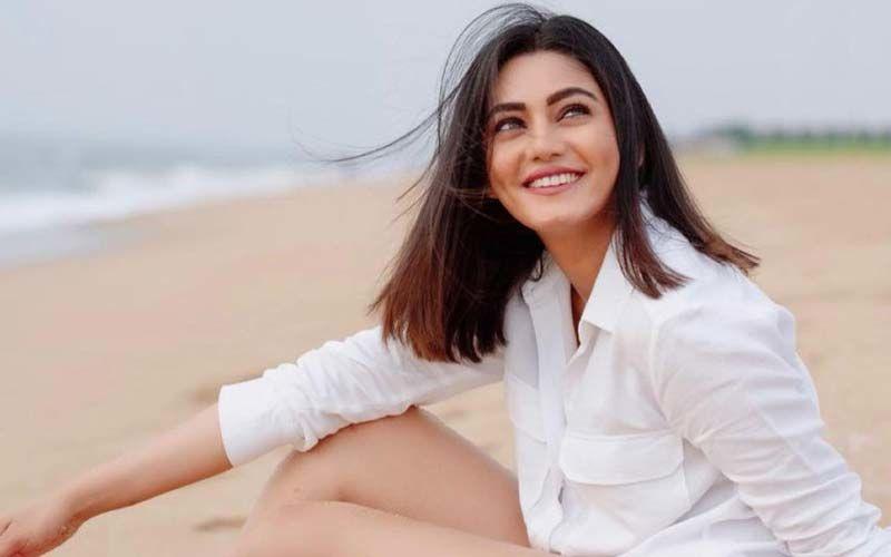 Khatron Ke Khiladi 11 Contestant Sana Makbul Turns Host; Deets INSIDE