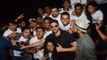 Hrithik Roshan Gets Mobbed By Fans At The Event Celebrating War's Record-Breaking Success; Poses For Pictures