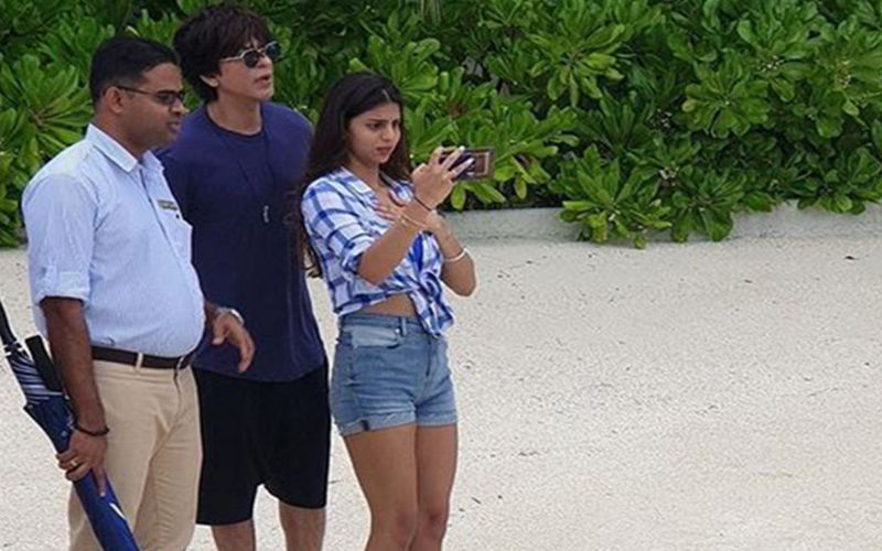Suhana Khan Looks Shocked As She Tries To Capture A Moment In Maldives As Daddy Shah Rukh Khan Seems Distracted