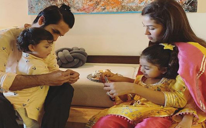 Mira Rajput Shares A Picture Of Misha Kapoor And Zain With Shahid Kapoor As They Celebrate Their First Rakshabandhan