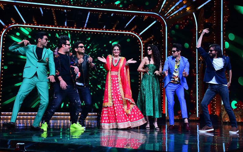 Nach Baliye 9: Chhichhore Star Sushant Singh Rajput Gets Cold Feet While On Stage With Raveena Tandon