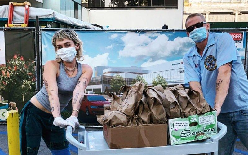 Miley Cyrus And BF Cody Simpson Distribute Tacos To Healthcare Workers And Make Their Day