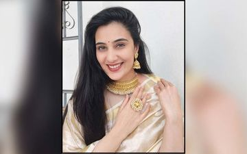 Sai Lokur Gets Mehendi On Her Hands, Soon After She Announced Finding The Love Of Her Life