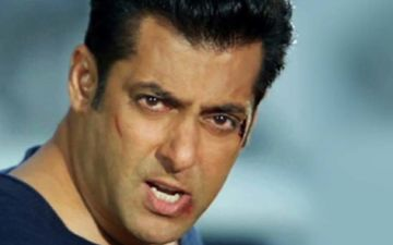 Salman Khan Snatches Phone After Selfie-Seeker Pesters Him; Netizens Ask Why This Attitude, Bro?