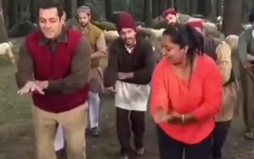 LEAKED: Salman Khan Grooves To Tubelight Tune in Manali