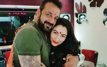 Sanjay Dutt, Manyata Dutt Celebrate Karva Chauth Together After Years; Suniel Shetty, Sussanne Khan Also Join The Celebrations