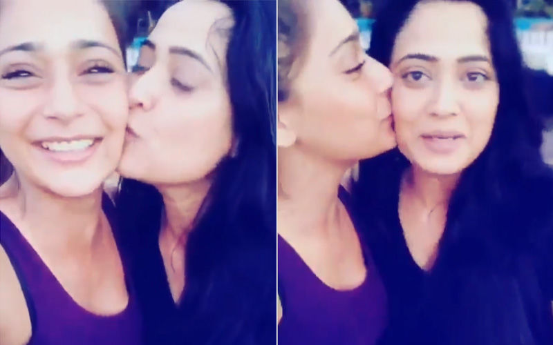 Sara Khan Bumps Into Shweta Tiwari During Her Goa Vacay, Watch Video