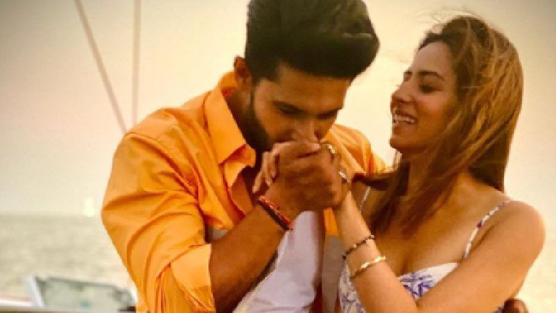 Ravi Dubey Shares A Picture Showing Of His Washboard Abs; Wifey Sargun Mehta Goes 'Aag Lagani Hai Kya'