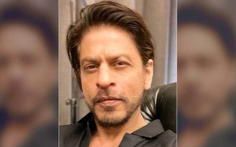 Shah Rukh Khan Poses With The Staff Of Pune Metro In New Photos Amid Reports Of Him Shooting For Atlee's Next -Pics Inside