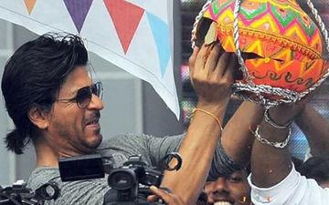 Happy Dahi Handi 2019: Shah Rukh Khan Climbs Onto His Bodyguard To Break The Dahi Handi, Watch video