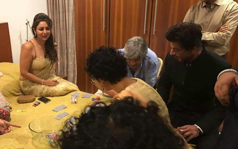 Ooh La La! Watch SRK Playing Cards At Aamir Khan's House
