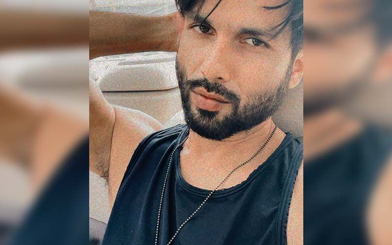 Shahid Kapoor Gets Spotted With Wife Mira Rajput and Kids At The Airport; But His Subtle Message To The Paps Attracts The Most Attention