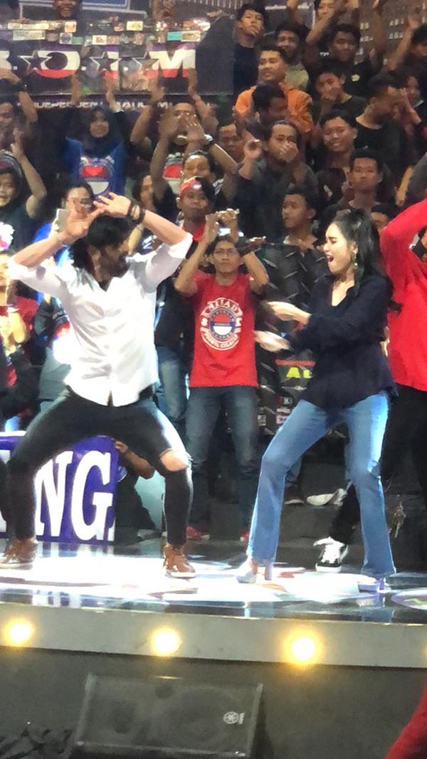 Shashank Vyas Dancing With Ayu Ting Ting