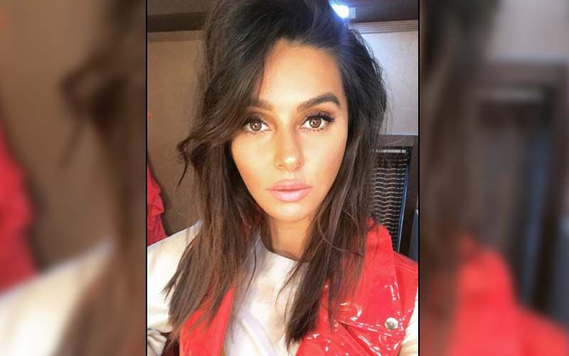 Shibani Dandekar Says 'Women Empowerment Is Like A Double-Edged Sword'; Adds That It Is Important To Keep Looking Forward Instead Of Nitpicking