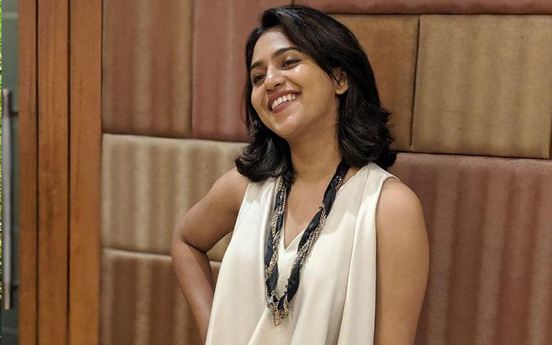 Mrunmayee Deshpande Kicks Off Her Shoot For Hosting 'Yuva Singer Ek Number'