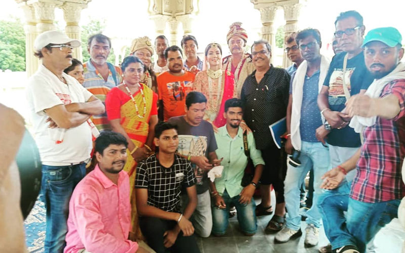 Hobu Chandra Raja Gobu Chandra Mantri: Director Aniket Chattopadhyay Completes Shooting, Actress Arpita Chatterjee Shares Pictures On Twitter
