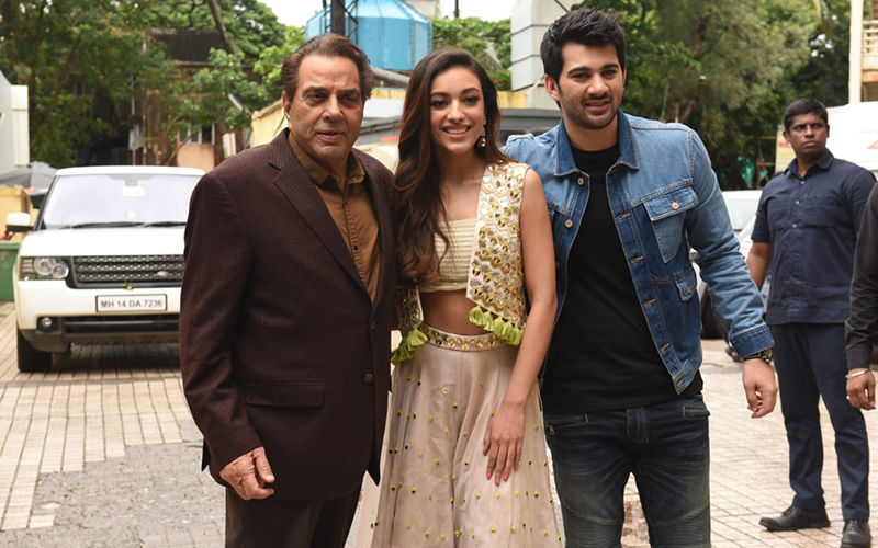 Pal Pal Dil Ke Paas Trailer Launch: Debutants Karan Deol And Sahher Bambba Pose For Pics With Dharmendra