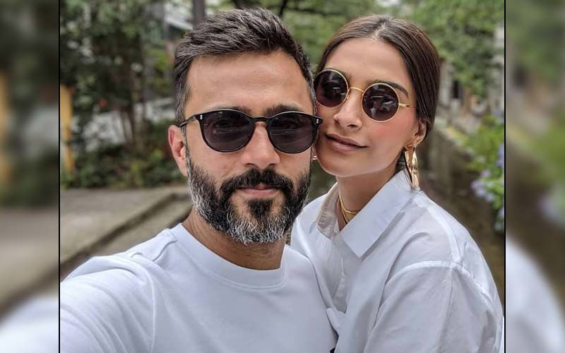 Sonam Kapoor Gives A Glimpse Of Her Long Distance Relationship With Husband Anand Ahuja; Couple Connect Over A Video Call As She Misses Him Terribly