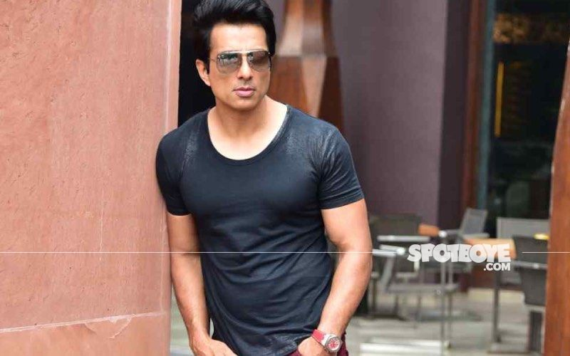 Sonu Sood Saves A Life By Arranging For An Air Ambulance For A Critically Ill Coronavirus Positive Girl; #Respect