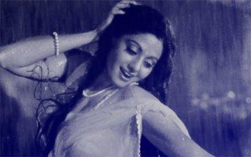 अलविदा श्रीदेवी: पंचतत्वों में विलीन हुई बॉलीवुड की 'चांदनी'