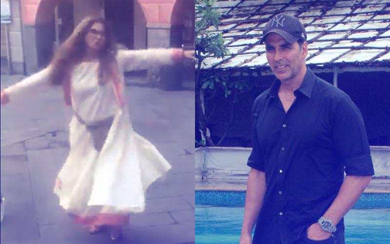 Akshay Kumar Films Dimple Kapadia Dancing On The Streets Of Italy. Mamma Mia!