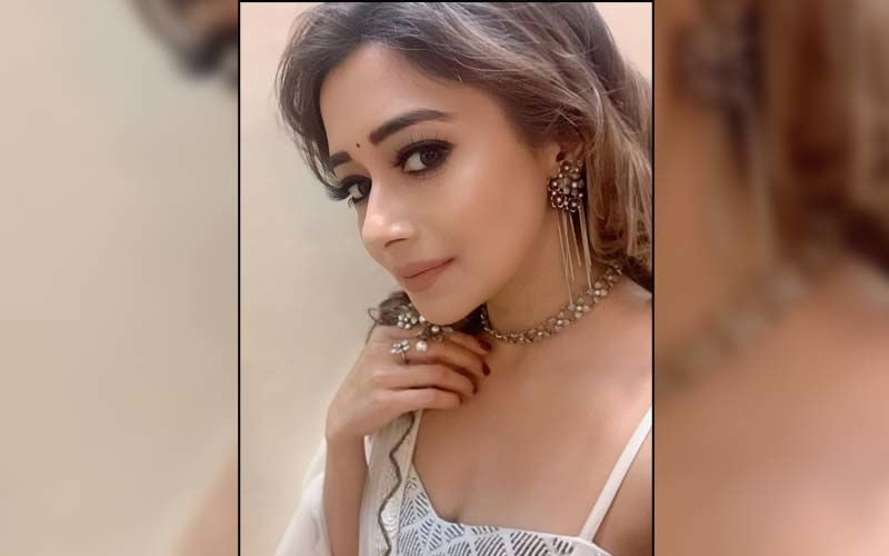 Uttaran Actress Tina Dutta Hits Back At A Troll Who Abused Her For Posing Topless; 'Is This The Kind Of Upbringing You Get?'
