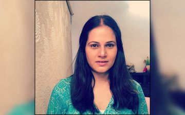 Manva Naik Shares A 90's Throwback With Her Girls Sonali Khare, Rujuta Deshmukh, And Maadhavi Nemkar