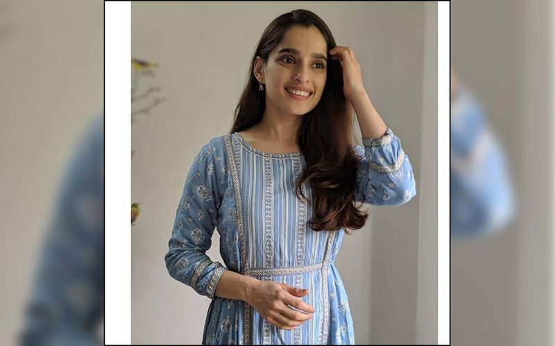 Priya Bapat Shares A Throwback With Atul Kulkarni From The Happy Journey Shoot