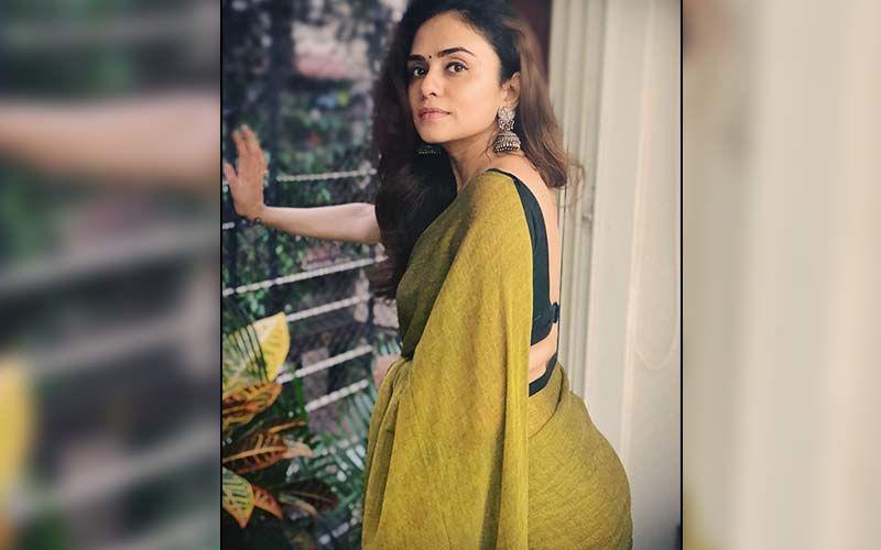 Amruta Khanvilkar's Love For Chikankari Kurti's Is A Style Guide For Every Kurti Lover