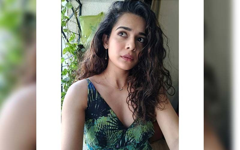 Mithila Palkar Looks Luscious Hot In This Traditional Saree While Lusting Over Spring Rolls