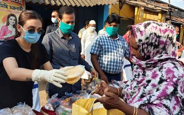 Mimi Chakraborty Distributes Food In Cyclone Amphan Hit Constituencies