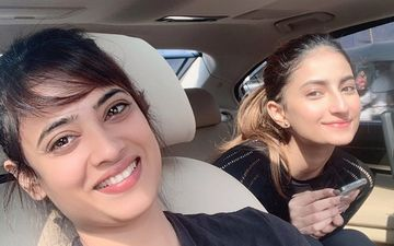 Shweta Tiwari's 'Sandy Skin And Summer Smiles' Pic With Daughter Palak Tiwari Defines #MotherDaughterGoals