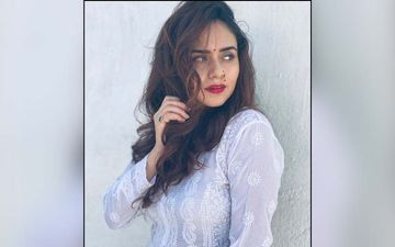 Amruta Khanvilkar Greets Her Fans With An Alluring Morning Post In Gorgeous Traditional Attire