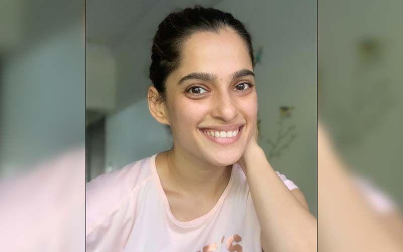Priya Bapat Overcomes Phobia Of Needles To Donate Blood Post Covid Recovery
