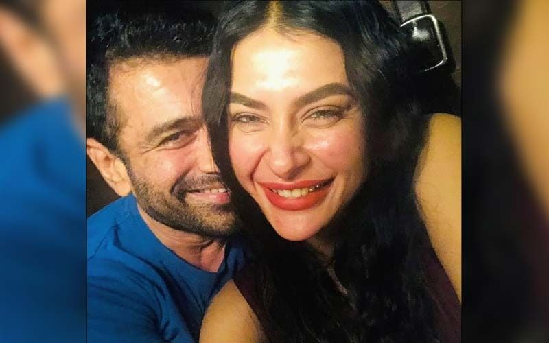 Lovebirds Eijaz Khan And Pavitra Punia Look Head Over Heels In Love While Posing For Paps; Fans Say 'Get Married'