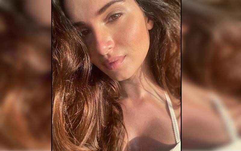Tara Sutaria Is A Happy Soul While Relishing Cheesy Pizza For Breakfast On The Sets Of Ek Villain Returns; WATCH