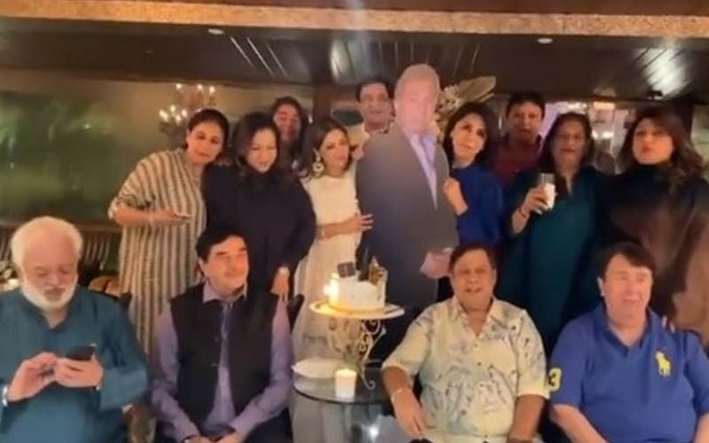 Neetu Kapoor, Randhir Kapoor And Others Celebrate Rishi Kapoor's Birth Anniversary With A Special 'Whiskey' Cake-See PICS