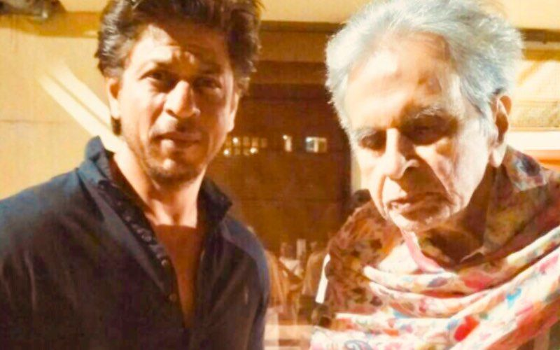 Throwback To When Shah Rukh Khan Especially Rolled Out The Carpet For Late Dilip Kumar And Saira Banu At An Awards Night- Watch