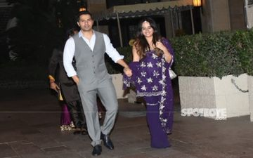 Varun Dhawan's Subtle Yet Romantic Gestures For New Bride Natasha Dalal At The Wedding Win Over The Internet