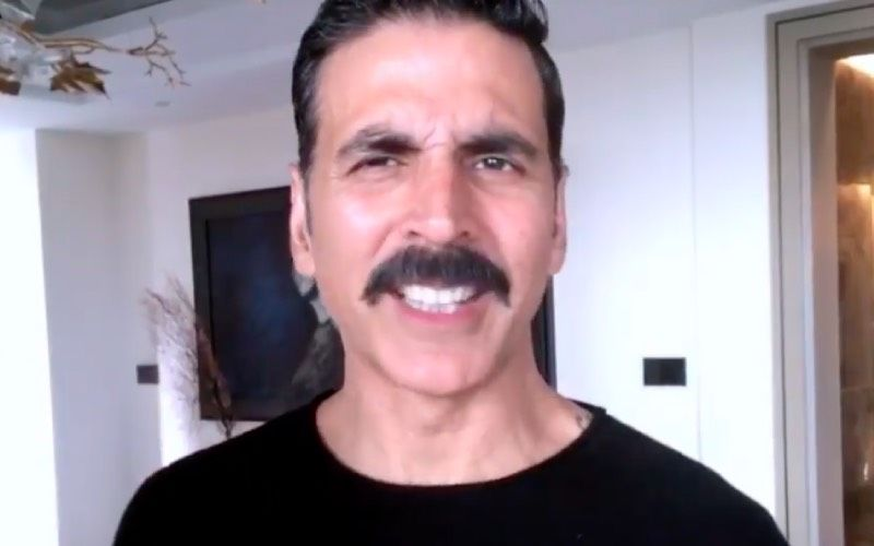 Akshay Kumar Finds An Unexpected Guest In His Phone Charging Socket; His Latest Post Will Leave You In Splits
