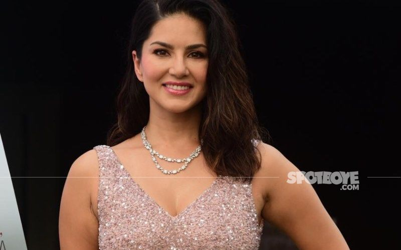 Sunny Leone Looks Super Smoking HOT In A Deep Red Blouse And Mundu Inspired Skirt; Reminds Us Of Preity Zinta From Dil Se - See Pics