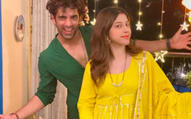 Preggers Aditi Malik Shows Her Baby Bump And Frowns At Hubby Mohit Malik As He Flaunts His Toned Mid-Riff; Says 'Round Is A Shape' – See Pic