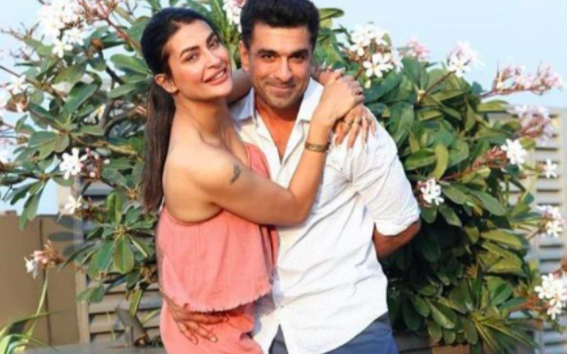 Bigg Boss 14's Eijaz Khan Flexes His Toned Shirtless Body; Girlfriend Pavitra Punia Leaves A 'Sweating' Comment