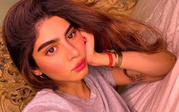 Janhvi Kapoor's Sister Khushi Kapoor Exudes Warm Summer Vibes In A Sexy Multicoloured Tube Top – See Pic