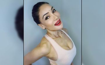 Bigg Boss 7's Sofia Hayat Sports Red-Hot Glossy And Matte Pink Lips In New Set Of Seductive Pics; Asks 'Which One Do You Prefer?'